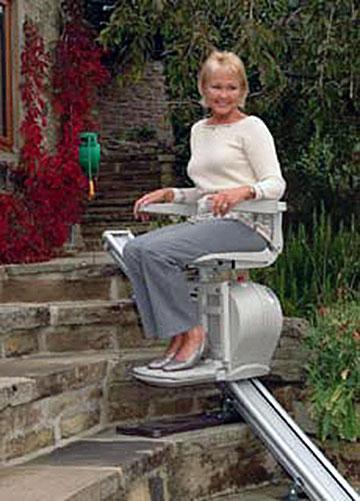 AB levert ook trapliften in een volledig weerbestendige uitvoering voor gebruik buitenshuis.